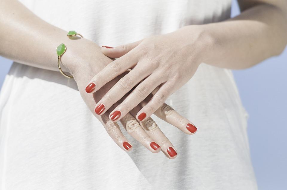 manicure w salonie kosmetycznym Cleo